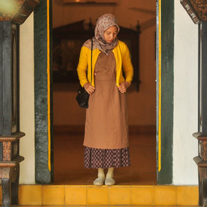 How often did you find your outfit match the surroundings? 😉✨❤️..outfit styling by me....#outfits #ootd #colors #outfitstyling #thatsdarling #everydaymagic #livefolk #fblogger #clozetteid #abmstyle #ifbootd #hijabstyle #muslimahchamber #ihblogger #visitindonesia #lifeiscolorful