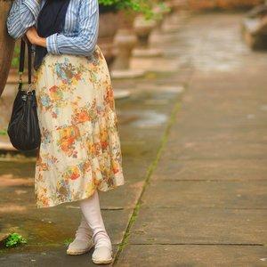 One of my favorite outfits: midi-length dress/skirt paired with wudhu-friendly tights/socks-legging.. ✨🍃.Wudhu-friendly tights: @shop_stylewhimsical Shoes: Soludos Dali espadrilles @shopbop ..#ootd #hijabstyle #modestfashion #wudhufriendlytights #sockslegging #leggingwudhu #abmstyle #ifbootd #clozetteid #tamansari #explorejogja #nikonphotography #naturallight