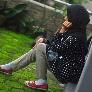 Pairing polka dots with small-squares pattern in the same hue of black and white... Pic taken from the '2016 Recap: A year of outfits' on the blog: stylewhimsical.blogspot.com  #throwback #thatsdarling #livefolk #polkadots #squarepatternhijab #blackandwhite #redconverse #fblogger  #abmlifeiscolorful