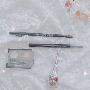 Eyebrow equipment 🗝  Altrough I rarely use eyebrow style on fleek, but I have a large collection of eyebrow products 😆  There are pencils, cream gel , and powder. For the results of no makeup makeuplook, I often use eyebrow cake powder  If for the daily event, I will use a pencil eyebrow  And for the evening show I just use cream gel brow to make it look on fleek  What's your fav eyebrow product?? #beauty #makeup #skincare #clozette #clozetteid  #eyebrow #eyebrowonfleek #eyebrowonpoint #makeupaddict #makeuplife #eyebrowpowder #eyebrowpencil #eyebrowgel