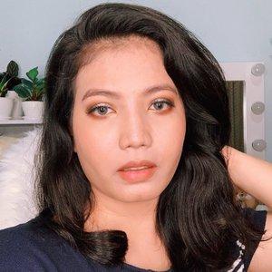 Selfie adalah sarapan pagiku 🙃 - Biasanya jam segini aku sudah nyuap nasi goreng/bubur ayam/lontong sayur.  Lapar luar biasa saat pagi dan sore tuh susah banget ditahan. Tapi sekarang sarapannya selfie aja #lol karena lagi menjalankan intermittent fasting (IF) 16/8 diet. Adakah yang sedang menjalankan juga? Moga kuat yah, walau perut kadang suka panas 😆 - #intermittentfasting #ifdiet #selfie #beauty #makeup #motd #smokeyeye #clozetteid #love