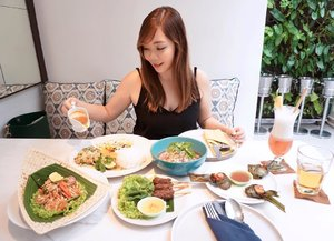 Food makes me happy.. Who's with me? . Spent lunch time at @batik_restaurant_bar , one of the most instagramable restaurant in Seminyak. They have so many cute spots, their interior is one of the best 😍 . They have Thai, Vietnamese and Indo food all in one place. I picked mostly Thai and a bit of Vietnamese. Can you guess what are they? . More posts coming soon 😘 . . . #food #foodie #lifestyleblogger #foodblogger #foodphotography #thaifood #vietnamesefood #seminyak #bali #baliwheretoeat #batik #batikrestaurantbali #batikrestaurant #clozetteid
