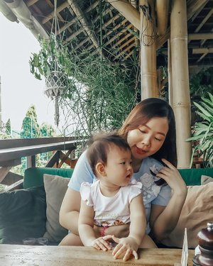 Reality when you try to take pic with baby...Nothing's going your way 😅#Clozetteid #kaylaeliana #weekend #bali
