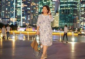 Underneath the (city) lights.. Terpaksa beli sepatu Zara model sporty karena sudah tidak kuat sis dengan sepatu-sepatu gaya yang gak dibuat buat jalan berkilo-kilo.#beauty #carnellinstyle #love #dressoftheday #motd #lotd #ootd #photooftheday #photography #lookoftheday #outfit #outfioftheday #outfitinspo #lookbook #style #styleoftheday #ClozetteID#floraldress  #clozetteIDPOTW #travelwithCarnellin #singapore