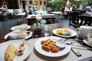 Today's breakfast...... for one 😎  #breakfast #brekkie #meal #love #travel #bangkok #Clozetteid #themostimportantmealoftheday #enjoylife