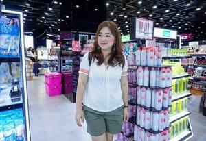Tersipu-sipu lihat sale segitu banyak di beauty department 😊Pengen borong 1 isle boleh ga 😂_________ #traveldiary #bangkok #travelwithCarnellin #ootd #hello #stylerambut #hairstyle #styleoftheday #motd #outfit #outfitinspo #photooftheday #photography #igers #igdaily #thailand #Clozetteid #dressoftheday