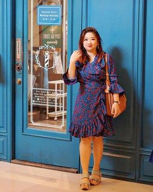 Selamat hari Jumat, genap sudah sakit kepala selama 5 hari iniiiii.... Sedih rasanya kalau sakit gak ilang-ilang juga, awet amat kaya pake kapur barus. ________#ootd wearing @ghospell Aquarius Wrap Dress.________#ghospell #dressoftheday #ClozetteID #carnellinstyle #dress #wrapdress #styleblogger #styleoftheday #beauty #motd #potd #lotd #photooftheday #style #outfit #outfioftheday