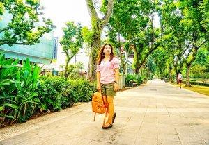 Kapan Jakarta bisa sehijau inih?Kapan kapaaannnnn .. But really, tingkat polusi yang udah kebangetan ini masa ga ada yang bisa lakukan sesuatu?___________ #beauty #carnellinstyle #love #jeansoftheday #motd #lotd #ootd #photooftheday #photography #lookoftheday #outfit #outfioftheday #outfitinspo #lookbook #style #styleoftheday #ClozetteID#floraldress  #clozetteIDPOTW #travelwithCarnellin #singapore
