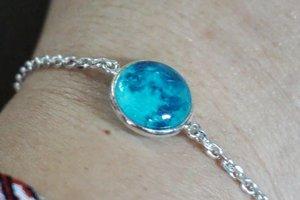 The bracelet that glows in the dark.  Comes with a matching necklace too.  Glow Moon  Necklace/Bracelet  https://hicharis.net/carnellin/bOA  #WINGBLING #PURESILVERBRACELET/NECKLACE @charisceleb @hicharis_official  #love #bracelet #necklace #silver #jewelry #glowinthedark #glowsinthedark #clozetteID #Korea #accessories