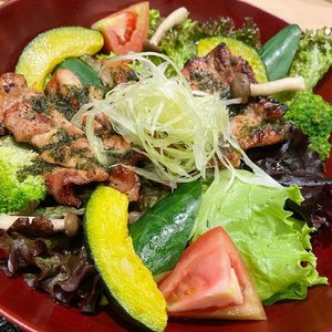 Lunch yang amat sangat sehat.  #veggies #salad #grilledchicken #keto #ketomeals #ketodiet #lunch #lunchoftheday #food #foodies #healthydish #healthy #foodoftheday #potd #photooftheday #foodlover #greens #hello #clozetteID