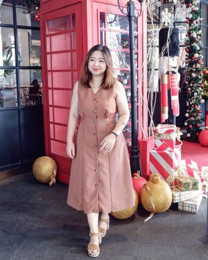 Udah mau Natal donk 🎄Syenenggg.#beauty #carnellinstyle #love #shoes  #motd #lotd #ootd #photooftheday #photography #lookoftheday #outfit #outfioftheday #outfitinspo #lookbook #style #styleoftheday #ClozetteID#jeans  #clozetteIDPOTW #travelwithCarnellin #singapore #shoesoftheday