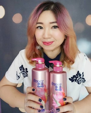 Another variant from Rejoice Micellar Shampoo and Conditioner, this one is the silky smooth.  More to the floral, more to the delicate scent, and more love.  The best things in life doesn't have to come in a hefty price tag anymore.  http://whileyouonearth.blogspot.co.id/2017/11/rejoice-micellar-shampoo-conditioner.html?m=1  #rejoice #shampoo #micellarshampoo #scalpcare #recommended #beauty #scalpcare #review #bblogger #coloredhair #clozetteid #beautyblogger #beautybloggerindonesia #haircare