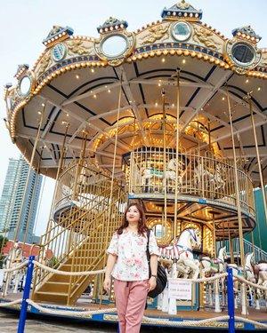 Foto disini, karena banyak yang foto disini__________#traveldiary #bangkok #travelwithCarnellin #ootd #hello #stylerambut #hairstyle #styleoftheday #motd #outfit #outfitinspo #photooftheday #photography #igers #igdaily #thailand #Clozetteid #dressoftheday #shopping #shoppingdiary #Thailand