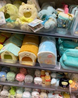 #sumikkogurashi store at @tokyoskytree_official  #cutenessoverload #sanrio #tokage #neko #ebifurai #shirokuma #penguin #plush #kids #toys #Japan #tokyo #tokyo2020  #travelwithCarnellin #clozetteid