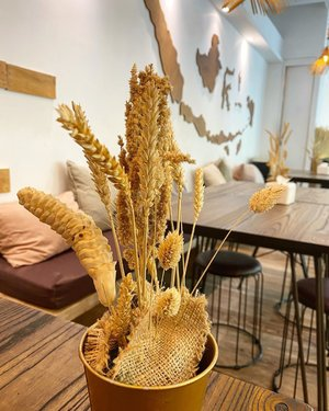Selamat makan siang Indonesia 😘  Pada mamam apah siang inih?  #decor #interiordesign #restaurant #restaurantdesign #love #clozetteid #helloworld #hello #jakarta #foodies #igstyle #igdaily #igers #centerpieces #walldecor #walldecoration
