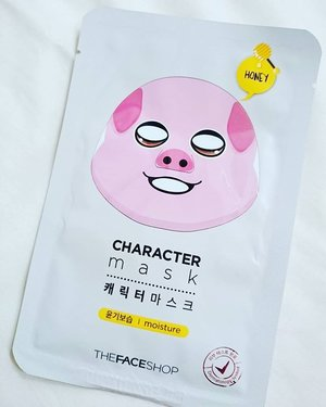 Honey oink oink by @thefaceshopid 🍯🐷 Pampering Sunday #clozetteid #thefaceshop #beautybloggerindonesia #beautyblogger #mask #honey #piggy