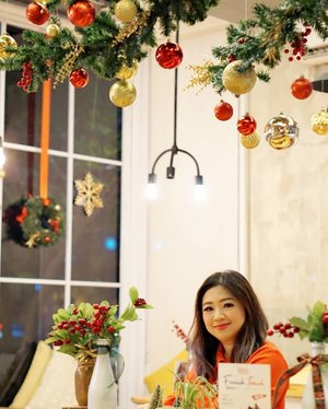 During this time of faith and family, may the true meaning of Christmas fill you with joy. Wishing you a Merry Christmas and a blessed New Year.  #merrychristmas #ChristmasEve #Christmas #love #beauty #clozetteID #joy #family #share #seasonsgreeting #kindness #dinner #together