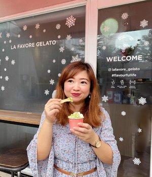 Biar adem 😏Cobain @lafavore_gelato Jasmine Matcha dan Bubble Gum. Aroma melatinya wangi dan sama green tea nya pas aja gitu, matching mereka.Bubble gum yang putih itu jelas selera anak-anak banget karena maniizzzz.Slide kedua yang Cherry Blossom, rasanya lebih segar karena ada sedikit asem mixed with sweetness. (di foto ini pada ngeh ga, ada jerawat ikutan jalan-jalan)So, kayaknya sih kita bakal beli lagi 😳#gelato #icecream #yums #dessert #love #clozetteID #matcha #jasmine #bubblegum #cherryblossom #delicious #igfood #igfoodies #instafood #instadessert #instadesign #decor #hello #igdaily #igers #potd #mood #moodbooster #moodoftheday #sweets