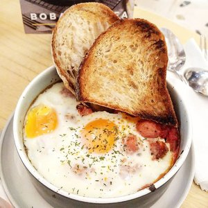 Baked egg for lunch, this is comfort food 😍#lunch #comfortfood #yums #sogood #Clozetteid #love #foodlover #foodtrend #foodoftheday #fooddiary #hello #life #socialaffair @socialaffair