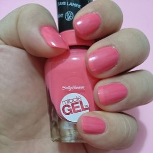 @sallyhansen_id Miracle Gel in Pretty Piggy.  Oink oink!  #clozetteID #idbblogger #beautybloggerindo #blogger #nail #color #nailcolor #gel #sallyhansen #miraclegel #prettypiggy