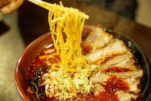 Best ramen ever 😍  Entah karena pas makan kelaperan atau beneran nemu yg paling enak.  Mie nya kenyal n pas dari segi bentuk, tekstur sampe isinya. Kuahnya pedes, karena emang pesen spicy miso (seneng banget nemu yg pedes di luar negeri), dagingnya enak, berasaaa, gak fat doank, segala topping, size n saosnya super enakkkk hihihihi.  Berhubung stay di deket Sapporo JR Station otomatis diempet sama mall-mall gede yg isinya makanan semua. Ada 1 mall yang satu lantai ramennnnn dari berbagai speciality dan pastinya yg terkenal doank yang bisa buka disini. Feels so lucky hahaha.  #sapporo #ramen #japantrip #Japan ##summerinjapan #summervacation #bestramen #musttry #spicymiso #ClozetteID #foodies