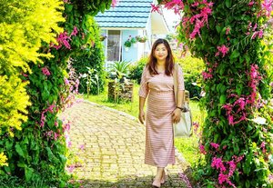 Morning glory,  So bright, clear and comfortable here. Wish I have a huge garden like this...jauh dari tetangga yang hobi bakar2an 🙄 Paling engga, asepnya lebih ke filter.  _________  #beauty #carnellinstyle #love #dressoftheday #motd #lotd #ootd #photooftheday #photography #lookoftheday #outfit #outfioftheday #outfitinspo #lookbook #style #styleoftheday #ClozetteID #jeans  #clozetteIDPOTW #travelwithCarnellin #Bogor