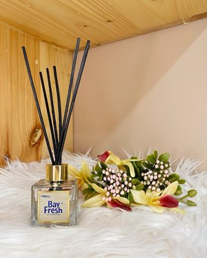 @bayfreshindonesia Reed Diffuser with Essential Oil comes in variants like Sakura, Yuzu Citron, Vanilla Bean, and Amber Lavender. Create aromatic fragrance inside the house and as a decoration too.  The refill container is simple and easily accessible. The reed helps distributing the scent constantly and steadily without any electricity and effortless.  #HTCIDxBayFresh #scent #homescents #homefragrance #aromatherapy #yuzu #sakura #lavender #vanilla #love #igtv #igdaily #igers #styleinspo #clozetteID #igbeauty #reeddiffuser