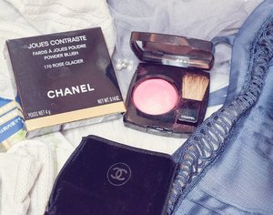Kemaren powder, sekarang blush on @chanel.beautyDua-dua nya bagus 😍Review video ada di youtube.com/Carnellin:https://youtu.be/P-ZzjPnsHlsKeliatan banget before after pas pake, so smooooth. _________#beauty #carnellinstyle #love #review  #motd #lotd #makeupoftheday #photooftheday #photography #lookoftheday #igbeauty  #youtube  #bblogger  #lookbook #style #styleoftheday #ClozetteID#pinkcheeks  #rosycheeks  #blushon  #chanel