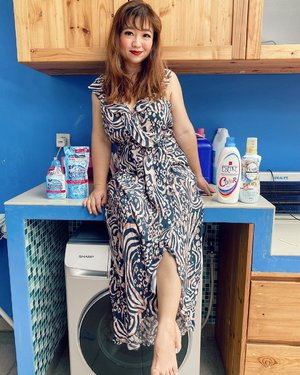mau. nyuci. baju.  #dress #dressup #stayathome #dirumahaja #hello #morning #igstyle #carnellinstyle #wash #detergent #goodmorning #howareyou #potd #motd #lotd #ootd #outfitinspo #outfit #outfitideas #love #clozetteID  #makeup #hairstyle