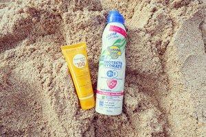 2 sun protection wajib selama main di pantai.  Karena kebetulan kami ada sedikit keturunan deni manusia ikan, semua pada bisa berjam-jam kalau dibawah terik matahari dekat dengan laut.  Penting banget pake sunblock yang aman buat sekeluarga, tahan lama, dan ada water resistant. _________#beauty #carnellinstyle #love #beachlife  #motd #lotd #ootd #photooftheday #photography #sunseabeach #sunblock  #bananaboat  #outfitinspo #bioderma #style #styleoftheday #ClozetteID#beach  #Bali  #travelwithCarnellin #sunprotection