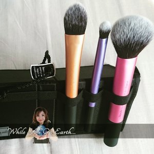 These are the must have items, if you love makeup, the perfect brush can help you heaps.  Real Techniques brushes in travel essential  #clozetteid #beautyblogger #realtechniques #brush #makeup #cosmetics #beautyblogger #beautyworld #beauty