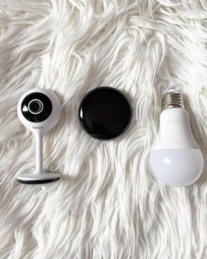 3 items dari @bardismarthome yang bikin rumah aku jadi lebih keren dan high tech 😍Review lengkap ada di:https://whileyouonearth.blogspot.com/2020/12/bardi-smart-home-smart-light-bulb-ir.html?m=1Smart Light nya bikin ambiance rumah jadi sangat cantik dengan warna-warni yang menawan, IR Remote menggantikan fungsi banyak home appliances serta IP Camera juga membuat semua ruangan dalam rumah lebih aman dan nyaman. #bardi @bardiproduct @beautefemmecommunity #beautefemmecommunity #smarthome #smartbulb #colorful #colorfullights #lighting #lightingdesign #design #homedesign #IPCamera #IRRemote #smarthometechnology #clozetteID #techonology #hightech #cctv #cctvindonesia #potd #igdaily #instadaily #instagood #instagram #insta #photography #photoshoot #photooftheday