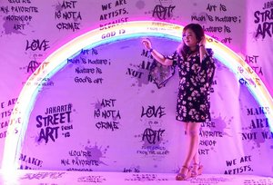 Somewhere, over the rainbow. ➡️➡️➡️ Gaya ghibik ghibik terbang terbang (Film apa hayo)  #Jakarta #playground #hello #letsgo #entertainment #letsplay #clozetteID #places #placestogo #mural #angel #decor #interiordesign