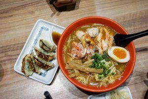 Happy Tuesday 😍  A crab ramen at it's best taste sooooooo delicious, a must have when you visited Hokkaido.  And those gyoza are irresistible too  #ramen #hokkaido #clozetteID #yums #crabramen #travel #gyoza #delicious #musttry #lunch #love