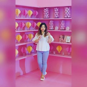 Have a fabulously pink weekend everyone 😁  Who's here still remember that one event with @lakmemakeup  #lakmemakeup #lakme9to5makeupworld #beauty #pink #love #letsgo #potd #motd #ootd #styleoftheday #lotd #ClozetteID
