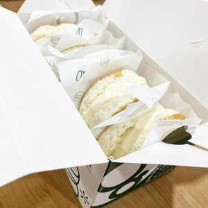 a box of yummy goodies from @grampancakes.id that is soooo good.  #yums #pancake #fluffy #delicious #sogood #igfood #igdaily #foodporn #foodies #foodoftheday #clozetteID #dessert #grampancake #cream #freshcream