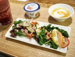 Best Apple Kale salad ever!!!! It's all the taste of freshness (sweet and tangy) with a perfect crunch.. The octopus salad is juicy but the apple kale salad is just the best.  The onsen egg is too cold while the lavender raspberry juice is wonderful, finish it up by myself 😋  Totally understand why there's always a queue infront of Muji restaurant.  #MujiResto #foodies #yums #love #morning #breakfast #recommended #travelwithCarnellin #hello #foodoftheday #musttry #clozetteid #igdaily #traveldiary #delicious #salad #colors