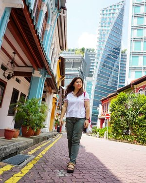 Between traditional houses and modern skyscraper.  #beauty #carnellinstyle #love #modern  #motd #lotd #ootd #photooftheday #photography #lookoftheday #outfit #outfioftheday #outfitinspo #lookbook #style #styleoftheday #ClozetteID #jeans  #clozetteIDPOTW #travelwithCarnellin #singapore #architecture