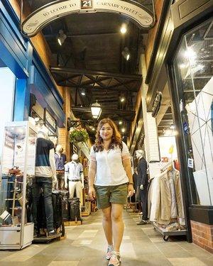 😊 #traveldiary #bangkok #travelwithCarnellin #ootd #hello #stylerambut #hairstyle #styleoftheday #motd #outfit #outfitinspo #photooftheday #photography #igers #igdaily #thailand #Clozetteid #dressoftheday #shopping #shoppingdiary #Thailand