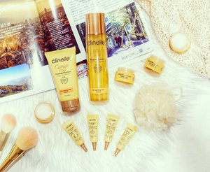 Black Gold Caviar, 24k Nano Gold, dan Plant Phyto Gold adalah 3 kandungan istimewa dalam @clinelleid Caviar Gold. Kamu sudah cobain belum?Aku pribadi ngefans sama Firming Eye Serum nya yang seperti gel dengan gold flakes. Pelembab dan Firming Lotion nya juga lembut di kulit._________#beauty #carnellinstyle #love #HTCIDxClinelleCaviarGold #clinelleID #ClinelleCaviarGold  #HomeTesterClub  #photooftheday #photography #lookoftheday #flatlay @myclinelle @clinellesg #lookbook #style #igbeauty #ClozetteID#skincare  #firming #firmskin #gold