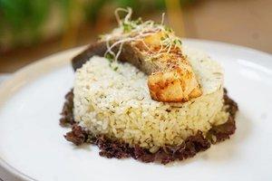 Happy lunchie... telat kan makan jam segini 😁  Semoga besok makan gak telat lagiii.  #foodies #salmon #ClozetteID #foodtrend #photography #hello #photooftheday #fooddiary #rice #asianfood