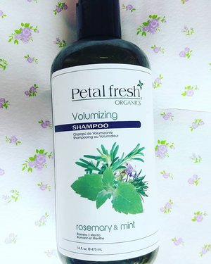 I love Petal Fresh!! This is like my favorite shampoo. Paraben free, sulphate free and make my hair light in volume.  No more humidity attack! http://whileyouonearth.blogspot.com/2016/01/petal-fresh-organics-volumizing-shampoo.htmlTry @petalfresh now.Variants also avaliable for colored hair,  Dandruff, Hair growth, and many more.#shampoo #clozetteid #beautybloggerindonesia #beautyblogger #petalfresh #haircare #scalpcare #organic #natural #essentialoil