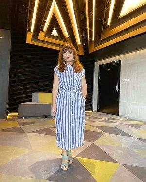 Nonton bioskop sambil social distancing karena sepi... (aslinya dirumah nemenin anak-anak youtube-an). Berita hari ini cukup meresahkan banyak pihak, terutama yang ngalamin sendiri, harus antri berdesakan, semoga pemda lebih berpikir jernih ya sebelum ambil keputusan utk masyarakat umum. #carnellinstyle #igstyle #ootd #motd #lotd #outfitoftheday #lookoftheday #today #dressup #dressoftheday #love #Jakarta #lifestyle #lifesgood #clozetteID #hairstyle #styleinspo