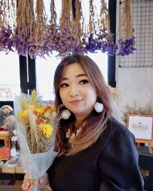 Good morning 😁. #goodmorning #earlyriser #driedflowers #dryflower #lavender #love #beauty #motd #clozetteID #lotd #photooftheday #potd