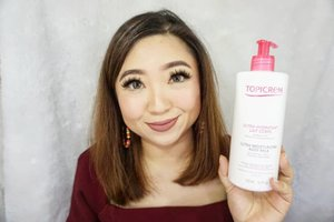 @topicrem_france body milk that I bought in @topicrem_sg is just superb. One of the product made for dry and sensitive skin fits for the whole family. Never aggravate my very sensitive skin nor making it upset in a slightest way possible. Full review here:https://youtu.be/r7G31TE3zEc_________#beauty #carnellinstyle #love #topicrem  #motd #lotd #ootd #photooftheday #photography #lookoftheday #outfit #outfioftheday #outfitinspo #lookbook #style #styleoftheday #ClozetteID#sensitiveskin  #dryskin #review  #skincare
