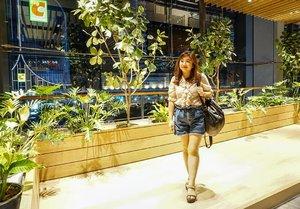 Saat timbangan elu ga mau turun lagi sedangkan dokter suruh 6 kg lagi 🙄 cemunghudddd _________ #traveldiary #bangkok #travelwithCarnellin #ootd #hello #stylerambut #hairstyle #styleoftheday #motd #outfit #outfitinspo #photooftheday #photography #igers #igdaily #thailand #Clozetteid #jeansoftheday