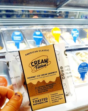 Cream Fiction Sandwhich yang rasa ice creamnya kok  B aja ya... brown sugar cookiesnya lumayan .. still... berasa ada yang kurang.... #foodtrend #icecream #fooddiary #vegan #veganfriendly #brownsugar #toastedmarshmallow #cookies #ClozetteID #foodies
