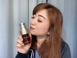 Reviewing @clarinsid Double Serum. A serum that feels so light yet potent and able to give my skin amazing results within days.I'm already a skincare avid yet this serum still shows wonderful effects so fast. Watch the full review on:https://youtu.be/1SmI4iOygnI#clarins #doubleserum #skincare #serum #skincareroutine #skincaretips #tips #beauty #love #clozetteID #beauty #instabeauty #instagram #instagood #motd #lotd #igbeauty #igdaily #igers #moistskin #antiaging