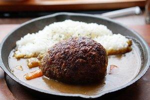 Di @plazaindonesia ternyata banyak makanan enak ya 🤤  @ishigamaya_hamburg_indonesia jual hamburg steak yang rasanya sih ehm.. keasinan 🤣 .. eh enakkk tapi beneran keasinan deh ih, santai dikit garemnya di daging nya.  Aside from the too saltiness, saus hamburgnya enak dan dagingnya berasa banget.  #igfood #ClozetteID #foodies #hamburg #Japanesefood #love #delicious #foodporn #musttry #yums #meat #steak