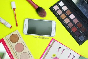 Sebagai blogger itu dituntut untuk melek teknologi. Teknologi smartphone juga semakin tahun semakin canggih yg tentunya akan memudahkan blogger juga setiap harinya. 5 tips blogging dengan memaksimal smartphone tayang di blog ya😊 As always Link di bio ya . . . . . . . . . . . . . . . #bloggingtips #clozetteid #beautyblogger #beautyvlogger #beautybloggerid #ofisuredii #indonesianbeautyblogger #makeupoftheday #loracpro #manizersisters